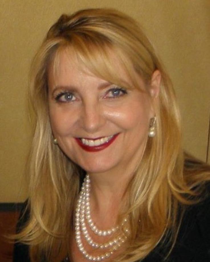 Kelly Lucera headshot